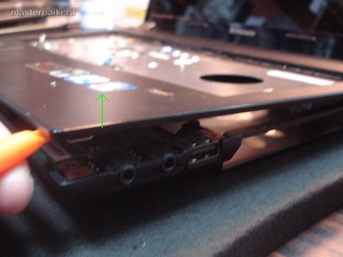Поднимаем крышку корпуса Lenovo Essential B560A