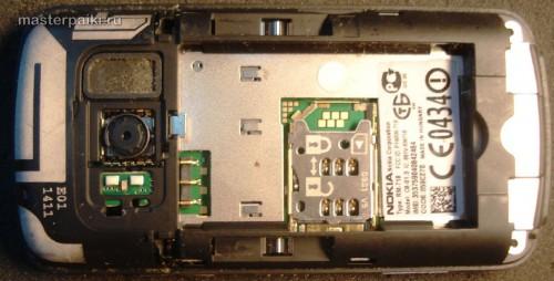 снимаем крышку сотового телефона Nokia С6-01.3(RM-718)