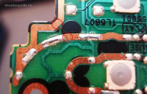 трещина идет по дорожкам платы переносного DVD-плеера Panasonic DVD-LS83
