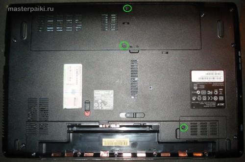 снимаем аккумулятор ноутбука Acer Aspire 5551