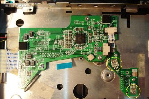 проверяем чистоту оптических датчиков наличия диска портативного DVD-плеер Velas VDS-852B