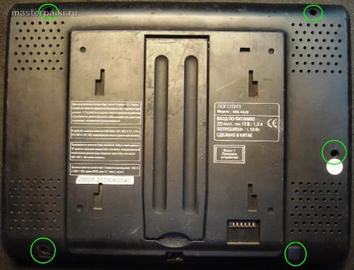 откручиваем саморезы для разборки портативный DVD-плеер Velas VDS-852B
