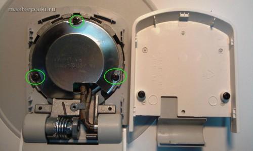 откручиваем винты по накадкой опоры монитора Samsung SyncMaster 960bf