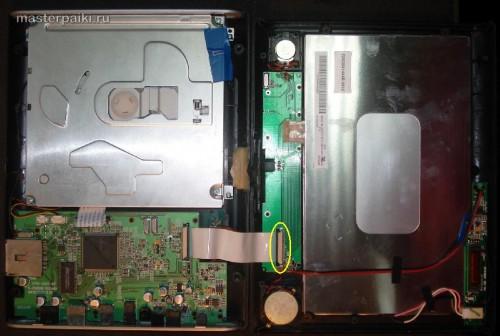 нужно отсоединить шлейф дисплея портативного DVD-плеер Velas VDS-852B