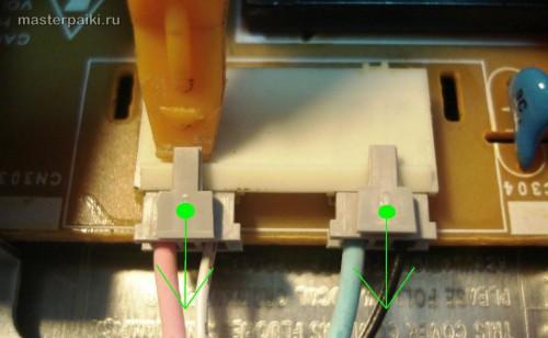 поддеваем разъемы подсветки монитора Samsung SyncMaster 961BF