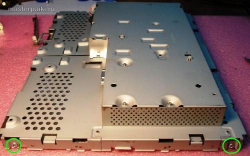 болты сбоку монитора LG L1530S