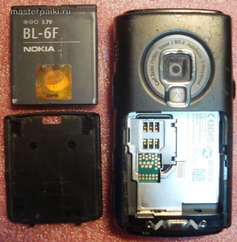 снимаем аккумулятор смартфона Nokia N95 8Gb