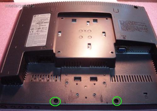 откручиваем болты монитора LG L1530S