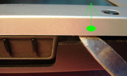 поддеваем переднюю панель монитора Samsung SyncMaster 961BF