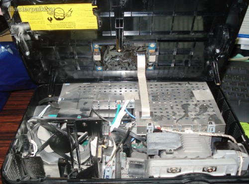 приподнимаем крышку DLP проектора Acer DNX0811