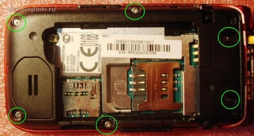 откручиваем болты телефона Samsung LaFleur GT-E2530