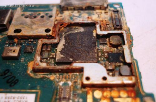 под компаунд вода не проникает в телефоне Sony Ericsson Xperia Arc S LT18i
