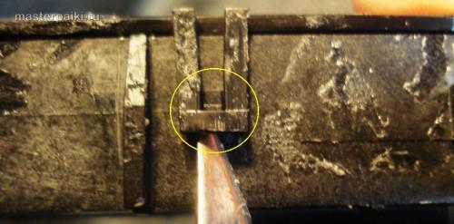 отводим защелки крышки оптического блока сканера Canon DR-2580C