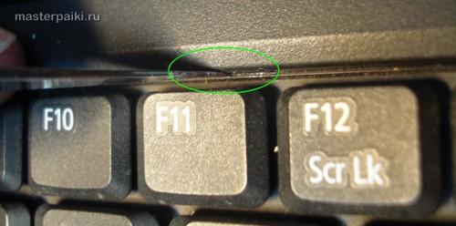 отводим защелки и снимаем клавиатуру ноутбука Acer Aspire 9410z