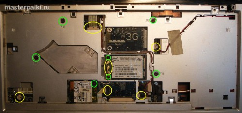 под клавиатурой ноутбука Toshiba Satellite A200