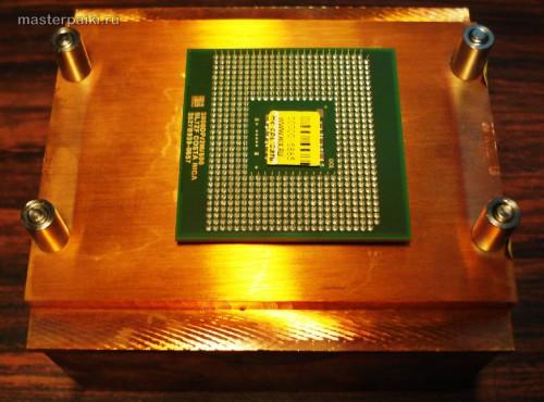 радиатор снялся с процессором или процессор прилип к радиатору