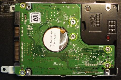 откручиваем плату винчестера ноутбука Acer Aspire 5750