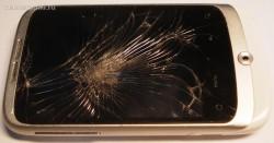 1- разбитый тачскрин смартфона HTC Wildfire A3333