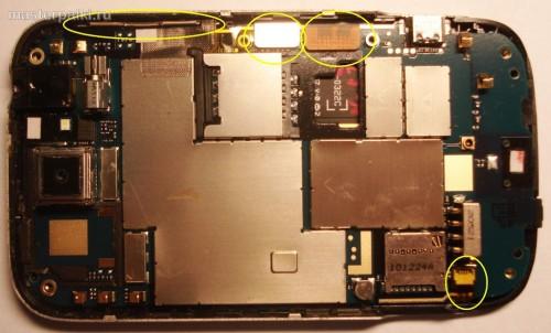 11- отсоединить шлейфы смартфона HTC Wildfire A3333