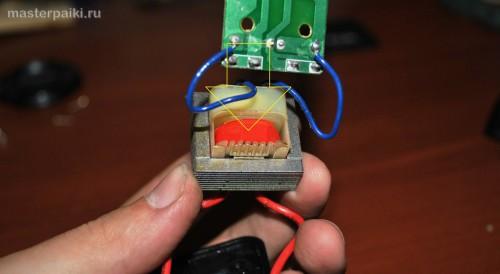 вскрываем трансформатор зарядного устройства для аккумуляторов