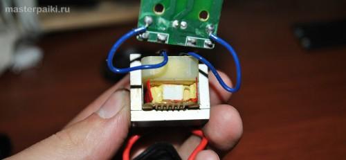 предохранитель и трансформатор неработающей зарядки для аккумуляторов