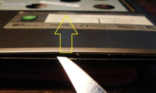 09-отщелкиваем верхнюю панель Acer Aspire 5750G - как разобрать и почистить ноутбук Acer