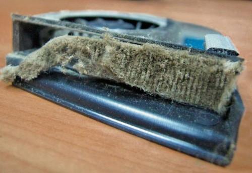 Пыль в системе охлаждения ноутбука