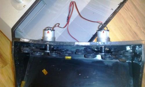 два мотора привода колес для генератора мыльных пузырей