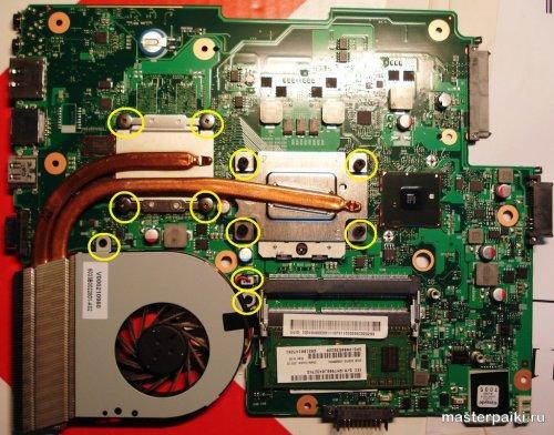 перед заменой термопасты в ноутбуке тошиба нужно открутить винты радиатора