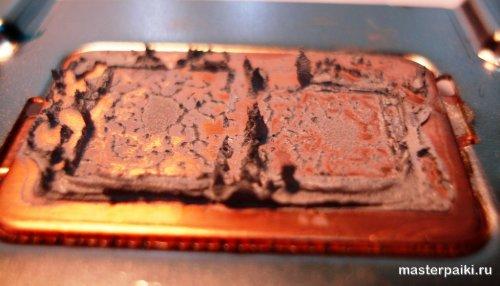 термопаста на радиаторе охлаждения ноутбука тошиба