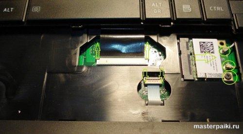 отсоединить шлейфы клавы и тачпада ноутбука тошиба