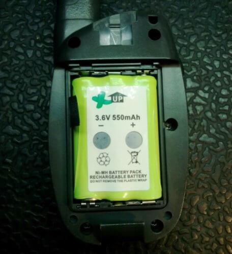 вставляем батарейки рации Jet mini