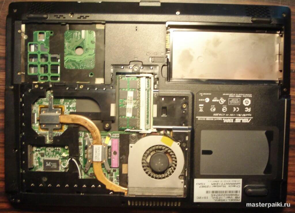 нижняя половина ноутбука Asus X50VL со снятой крышкой