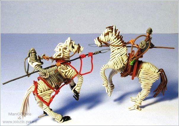 кони из крученной проволоки