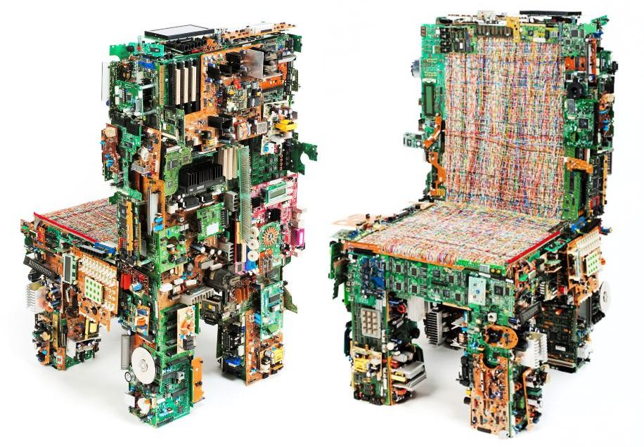 стул из старых материнских плат и проводов