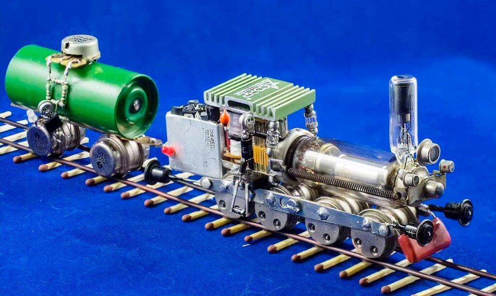 паровоз и вагон из ламп и конденсаторов своими руками