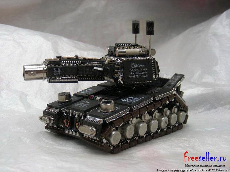 как спаять миниатюрный танк из старых радиодеталей