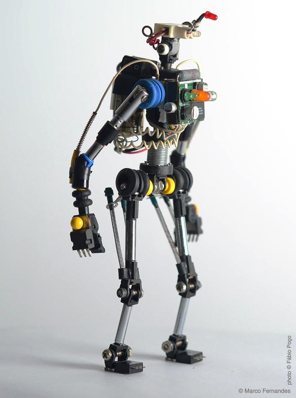 как спаять робота из старых электронных деталей