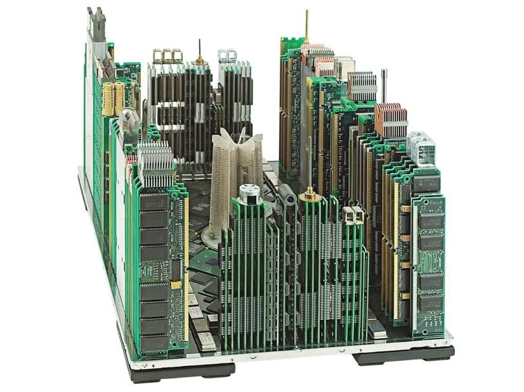модель мегаполиса из старых электронных плат