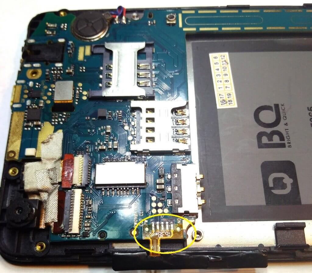 как снять шлейф с боковыми кнопками смартфона BQS 5065