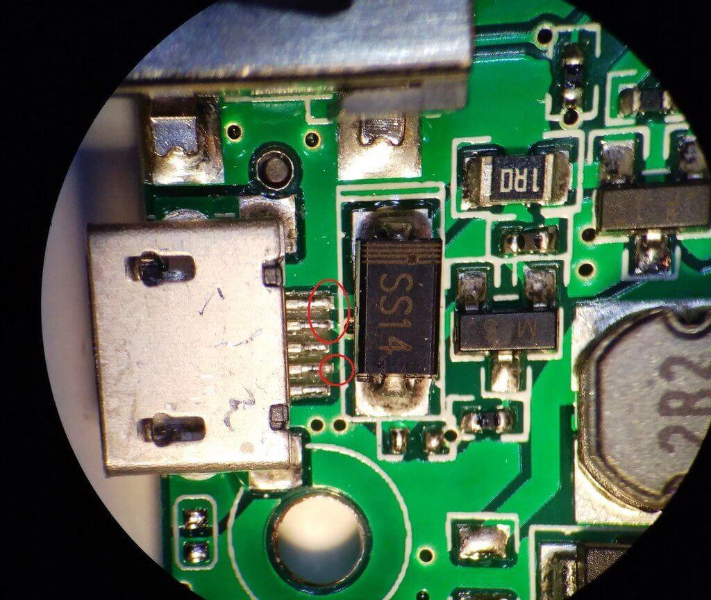оторванные контакты разъема micro-usb и ремонт портативной колонки Charge 7