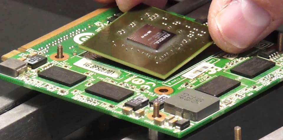 замена чипа дискретной видеокарты ноутбука с черным экраном