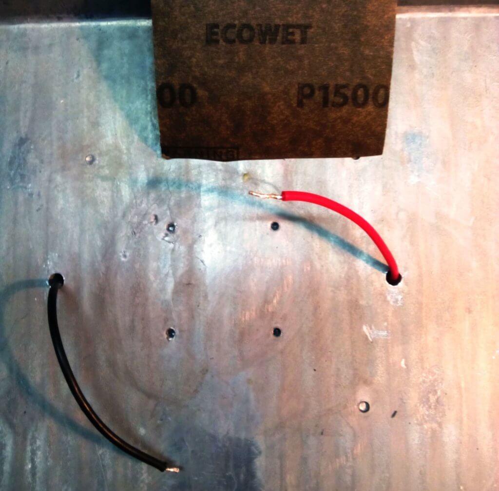 для теплоотвода лучше зашкурить место контакта со светодиодом