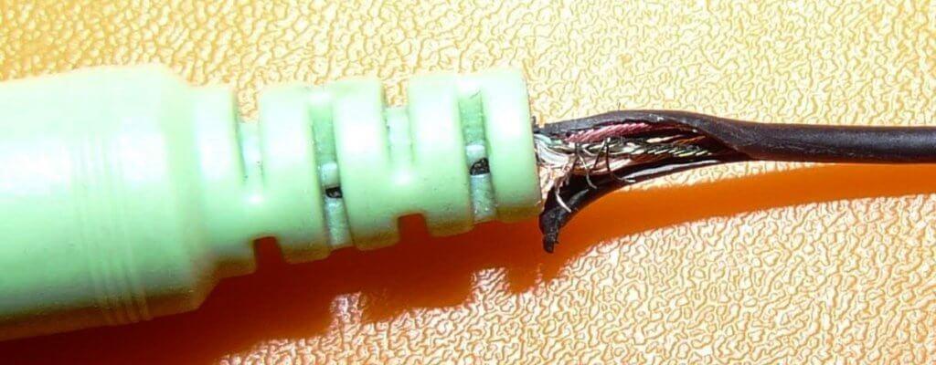 как паять тонкие провода наушников