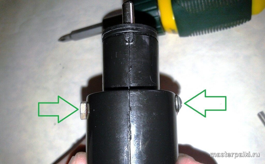 закрутить винт крепления пружины щипцов для волос