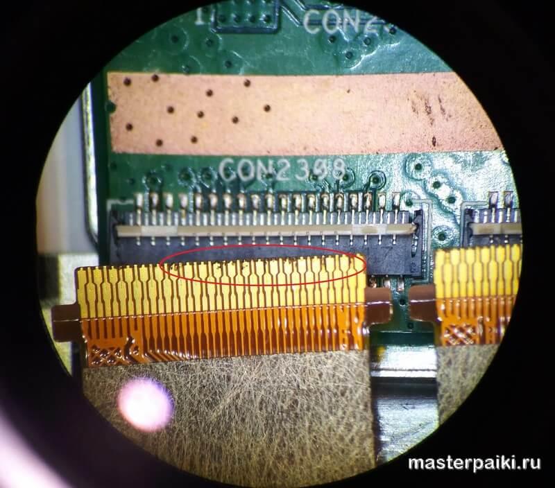 контакты шлейфа планшета ASUS Transformer Pad TF103C под микроскопом