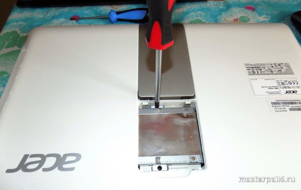 открутить винты крепления жесткого диска моноблока ACER Aspire Z1-612