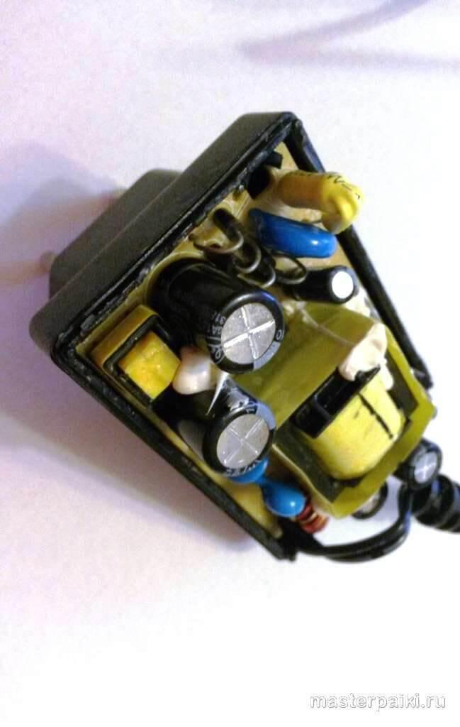 внутренности блока питания роутера D-link DIR-620
